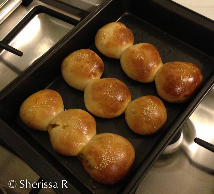 Sherissa's Curry-bread-buns